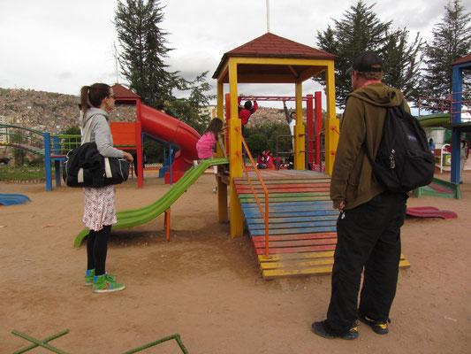 Mit unserer Gastgeberin A. und ihrer kleinen Tochter N. im Freizeitpark.