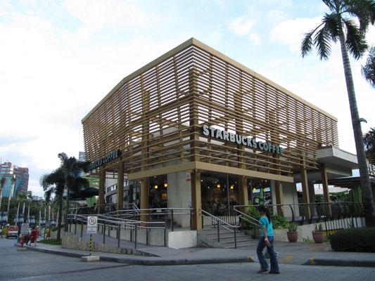 Starbucks vor dem Ayala Center.
