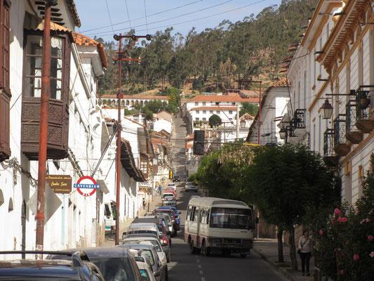 Blick hoch zum Kloster la Recoleta.