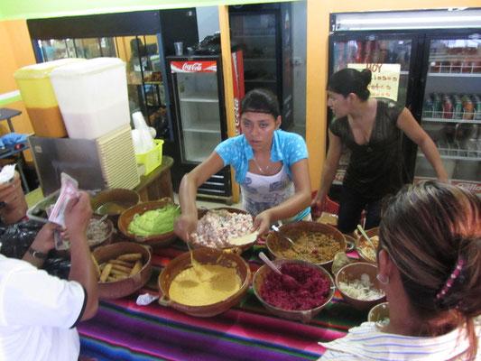 "In Santa Elenas neuem Shopping Mall ""Mayamall"" gibt es sehr preisgünstige Tostadas."