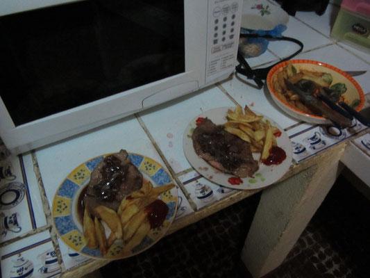 Steak mit Pommes. Alles selbstverständlich selbstgemacht.