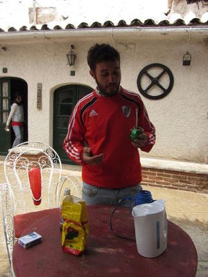 Ein Argentinier (Seba) verlässt ungern sein Haus ohne Mate-Tee. Die gemeinsamen Materituale wurden für die nächste Woche zum täglichen Standart.