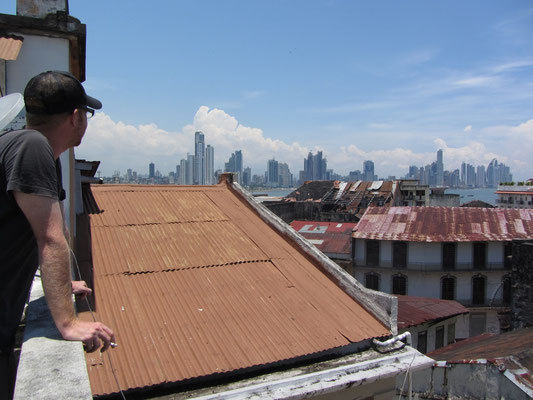 Auf der Dachterrasse unseres Hotels. - Was ein Killerblick!