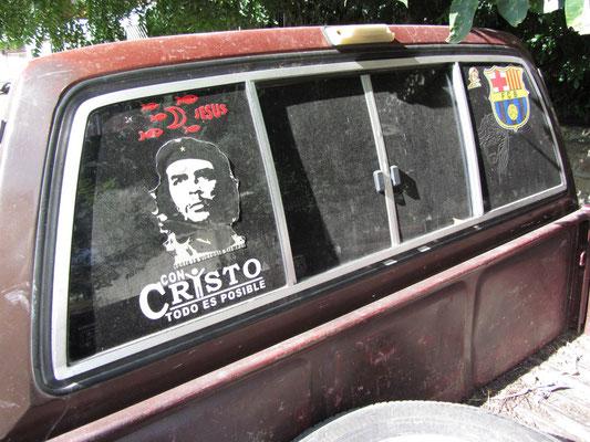 Die vergötterte Dreifaltigkeit - Che, Jesus & Barca.