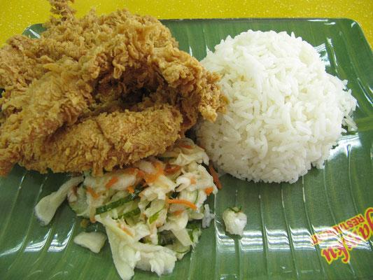 "Fat Food bei Bruneis einziger, eigener Fast-Food-Kette ""Ayamku""."