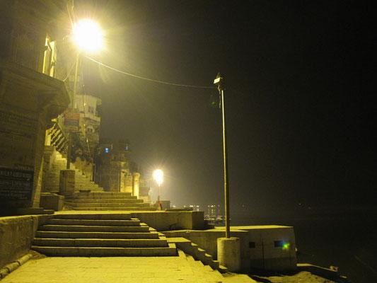 Einige Abschnitte an den Ghats werden menschenleer in der Nacht.