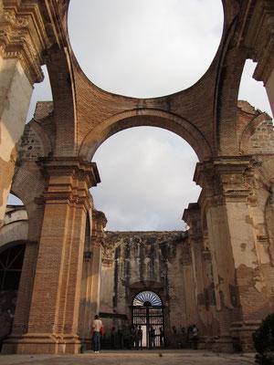 In den Ruinen der Catredral de Santiago.