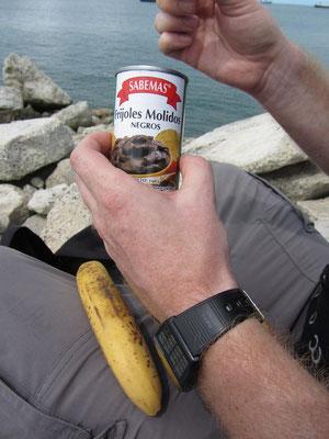 Frijoles molidos - Bohnenmus. Gepaart mit einer Banane ein Garant um in der Wildnis zu überleben.