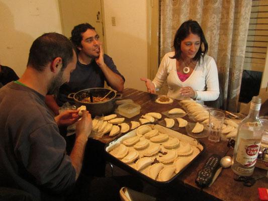 Daheim wird gebastelt, heute Empanadas nach Muttis Rezept.