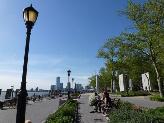 The Battery (bis 2015 Battery Park) ist eine zehn Hektar große Parkanlage auf der Südspitze Manhattan und einer der ältesten Parks in New York City.