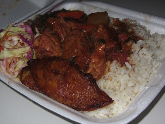 Fleisch, Reis, Salat, Punkt.
