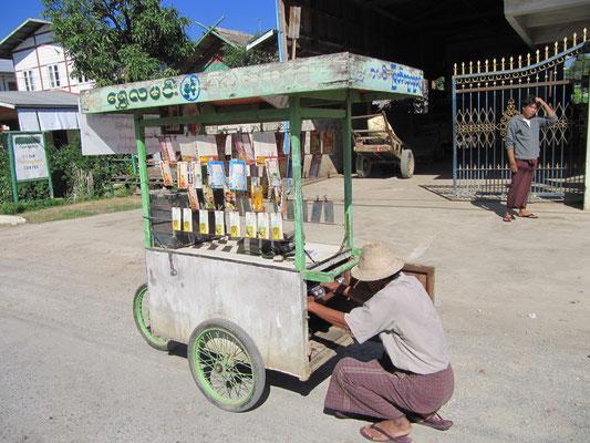 Ein Lottoscheinverkäufer. Stets mit Musik durch die Straßen tingelnd.