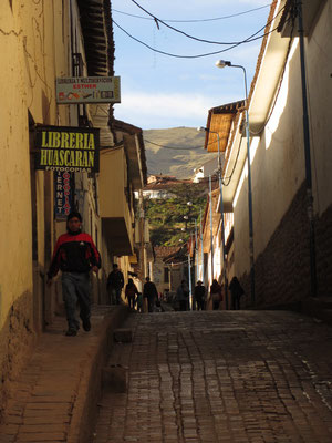 Cuscos Straßen sind gepflastert und hügelig. Bei dieser Höhe durchaus als anstrengend zu betrachten.