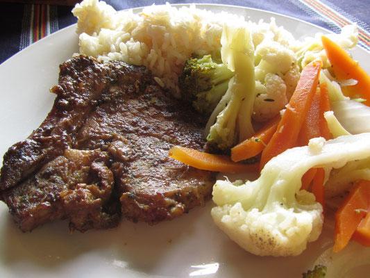 Fleisch, Gemüse und Reis.