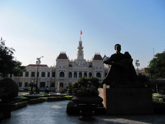 Das Regierungsgebäude/Rathaus.