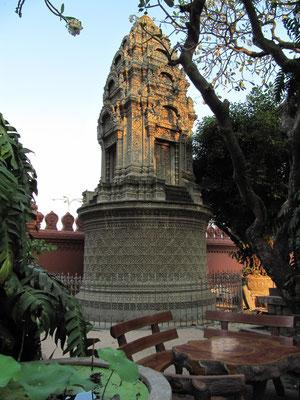 Stupa im der Anlage des Wat Ounalom.