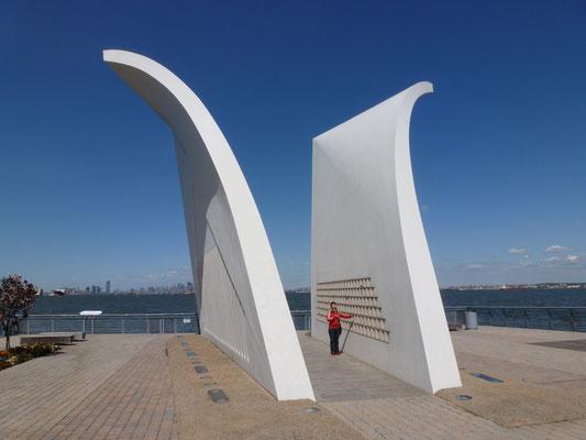 Postcards (auch Staten Island September 11 Memorial) ist der Name eines Mahnmals auf Staten Island in New York City in den Vereinigten Staaten.