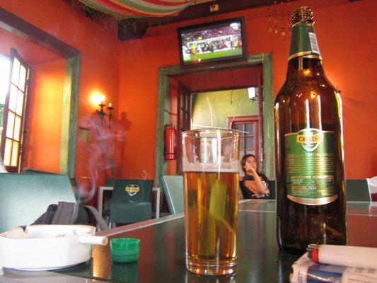 Champions League schauen mit Bier und Zigaretten. Hier durfte mal endlich wieder geraucht werden.