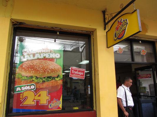 """Fastfood ist teuer und beliebt in Honduras. Fast alle großen amerikanischen Fastffod-Keeten haben sich in Tegus niedergelassen, so auch """"Cheers"""". Oder woher kommen die eigentlich?"""
