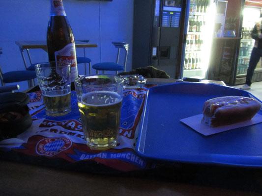 Fußball, Bier & Hotdog.