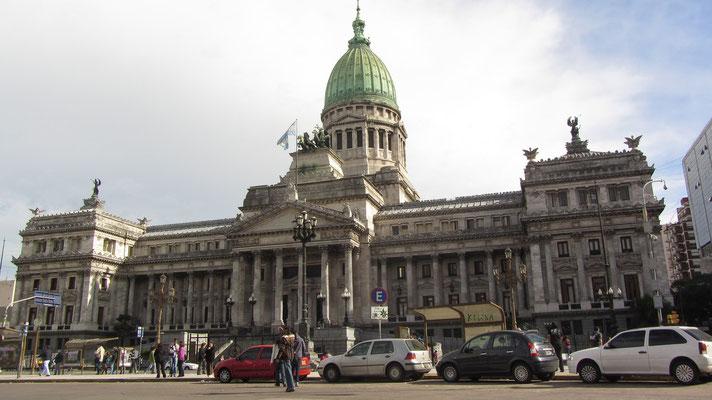 Im Palacio de Congreso,einem großen neoklassizistischen Palast, ist das Repräsentantenhaus untergebracht.