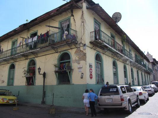 Altes Warenhaus mit historischem Warenwert. (Casco Antiguo)