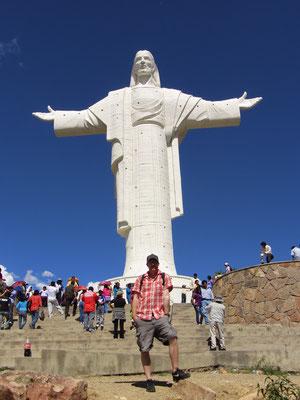 Die Statue steht auf dem Hügel San Pedro in der gleichnamigen Zone und gilt als das größte Monument Südamerikas mit einem 44,44 Meter hohen Bild.