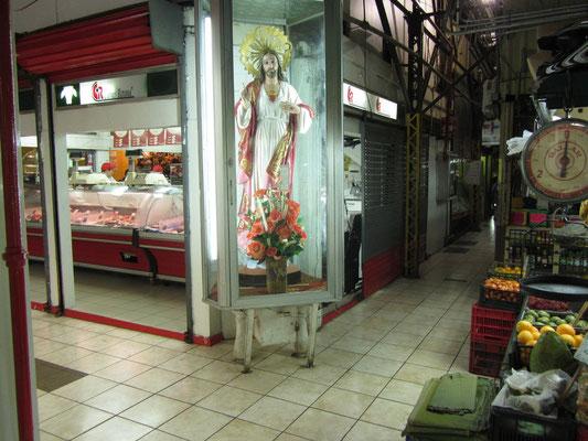 Der Glaube spielt eine große Rolle im Leben der Ticos und macht auch nicht vor der Markthalle halt.
