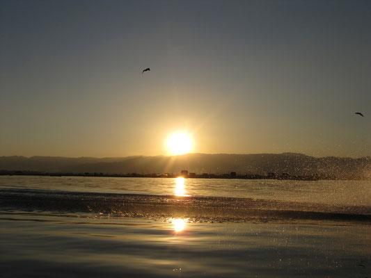 Sonnenuntergang bei der Rückfahrt.