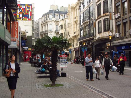Die Fußgängerzone der Sarandi-Straße.