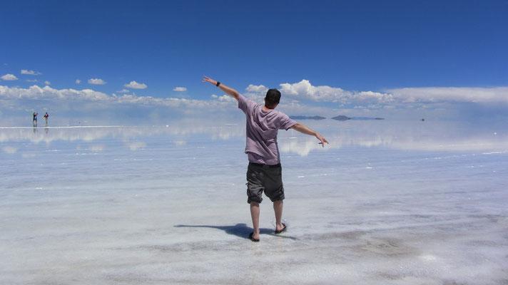 Die erste Begegnung mit dem Salar. Der Salar de Uyuni (auch Salar de Tunupa) ist mit mehr als 10.000 Quadratkilometern der größte Salzsee der Welt.