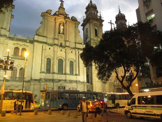 Die  Igreja de Nossa Senhora do Monte do Carmo da antiga Sé ist die alte Kathedrale Rios. Während des 19. Jahrhunderts diente sie der portugiesischen Königsfamilie als königliche Kapelle.