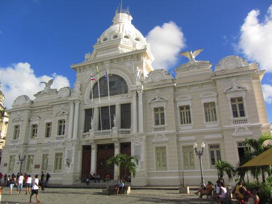 Der Palácio Rio Branco am Praça Municipal war der einstige politische Sitz Kolonialbrasiliens.