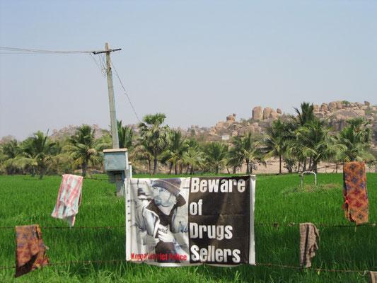 """""""Beware of Drugs Seller"""" - Der drogenverkaufende Weiße treibt sich umher!"""