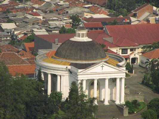 Die Emanuels-Kirche. (Blick vom Monas)