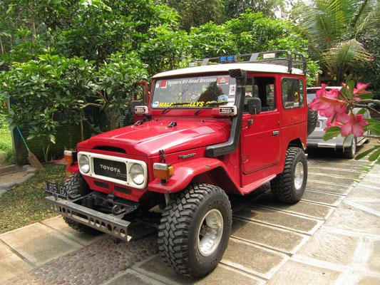 Unser Jeep. Wir hatten einem Jeep mitsamt Fahrer gemietet, nachdem unser eigener Versuch mit dem Auto gescheitert war, den Vulkan Bromo zu besuchen.