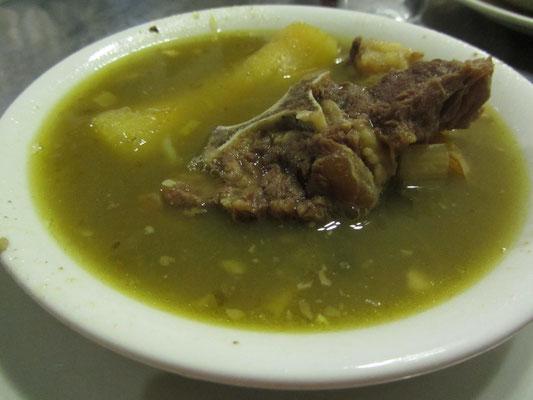 Caldo de Costilla mit Rindfleisch.