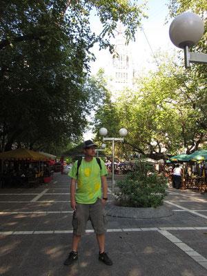 Auf der Avenida Sarmineto gibt es keine Autos, dafür viele teure Restaurants.