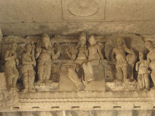 Im Inneren des Virapakhsa-Tempels.