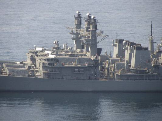 Die chilenische Marine stationiert sich auch aufgrund der zentralen Lage in Valpos Hafen.