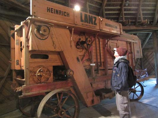 Maschine für die Feldarbeit in der Scheune.