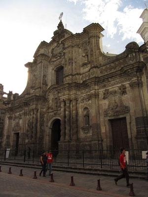 La Compana. Nach vielen Jahren der Restauration wurde diese verschwenderisch verzierte Jesuitenkirche im Jahre 2002 fertiggestellt.
