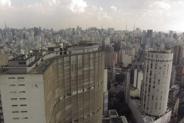 Das größte Wohnhaus der Welt (und das größte Gebäude Brasiliens) ist das Copan von Oscar Niemeyer mit ca. 5000 Bewohnern in 1160 Wohneinheiten (26 bis 350 m²) in 36 Stockwerken in sechs eigenständigen Blocks.