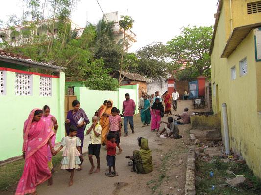 Pilger auf dem Heimweg vom Tempel.
