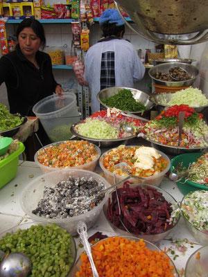 Große Salatauswahl auf dem Mercado Central.