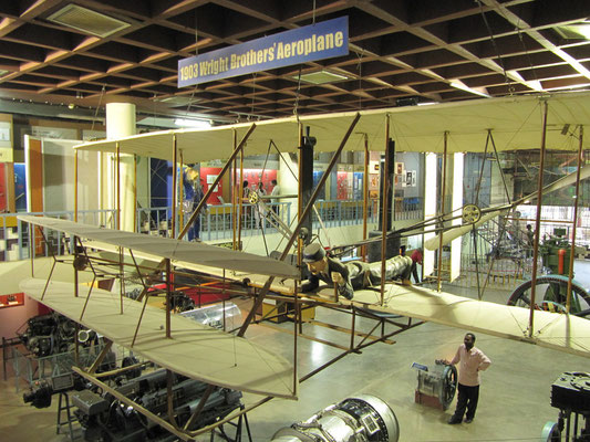 Nachbau des Wright-Flugzeugs im Industrial & Technical Museum.