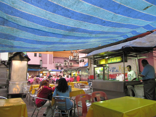 Malayischer Essensstand im Kampong Viertel.