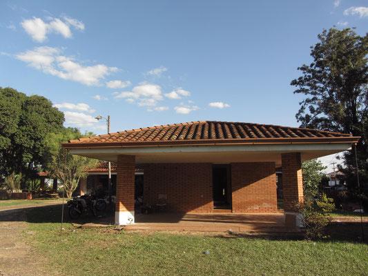 Das Haus von Alfredo Stroessner. Der Sohn eines Bayern wurde am 3. November 1912 in Encarnación geboren. Von 1954 bis 1989 war er Präsident und Diktator von Paraguay. 1973 bekam er den bayerischen Verdienstorden.