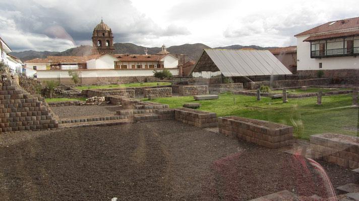 Cusco ist ein echtes Outdoor-Museum. Diese Inkaruinen werden vor den Touristenhorden durch Glasscheiben geschützt.