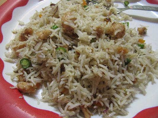 Unsere erste indische Mahlzeit. Bei unserem Gastgeber in Kolkata gab's gebratenen Reis. Vegetarisch & lecker!